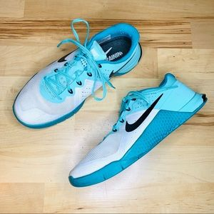 Nike metcon 2 flywire teal and white shoes